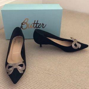 ✨HP✨Black velvet kitten heels with glitter bows